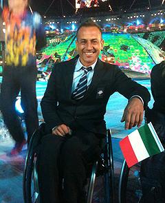 Fabian Mazzei in posa durante la cerimonia d'apertura delle Paralimpiadi di Londra 2012