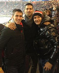 Djordje, Novak e l'amico Neven Markovic a San Siro per Milan-Barcellona